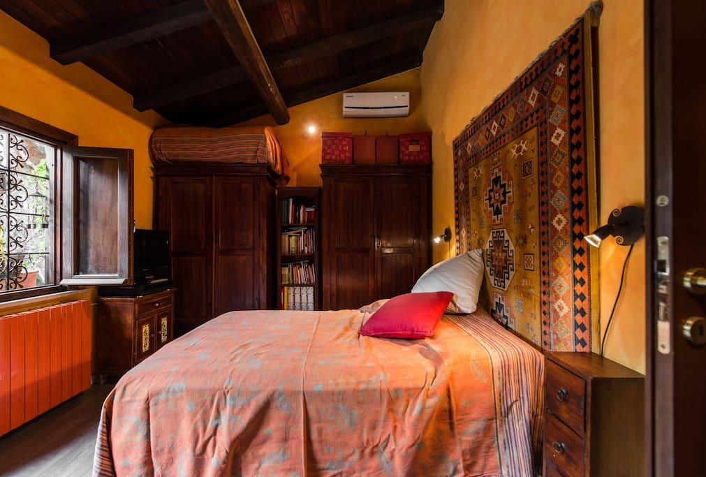 chambre avec salle de bain attenante et jardin chambres d 39 h tes louer rome latium italie. Black Bedroom Furniture Sets. Home Design Ideas