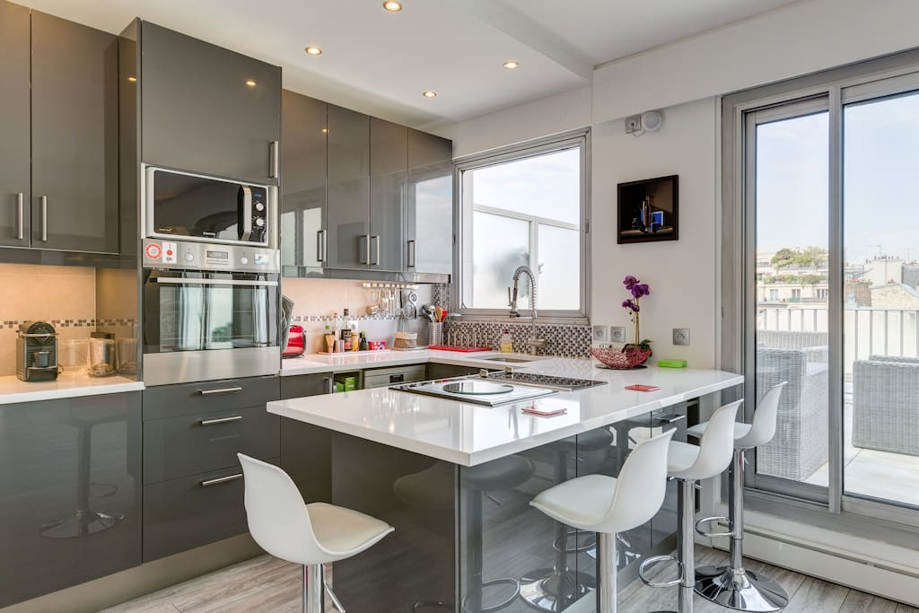 Fully equiped gourmet European/American kitchen