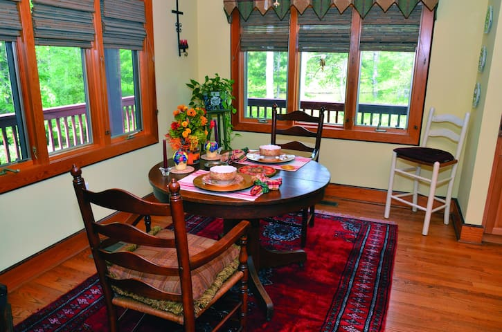Eagles Perch Breakfast Nook for Two