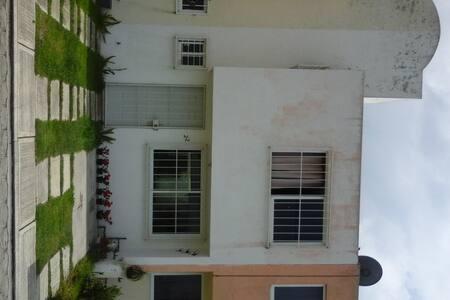 Habitación y wi-fi - House