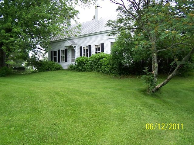 Charming 1830s farmhouse /ski house - Kingfield - Hus