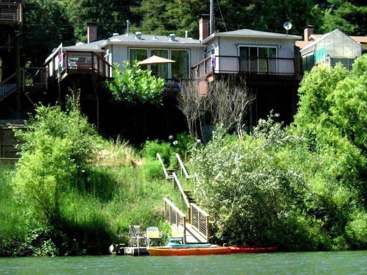 PARADISE: *Pvt Dock & Kayaks | Hot Tub + View