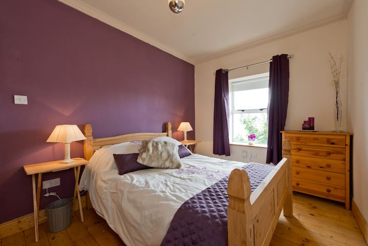 The Purple Room, 20 mins walk to city centre