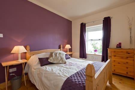 The Purple Room, 15 mins to city - Dublin D03 NP84 - Haus