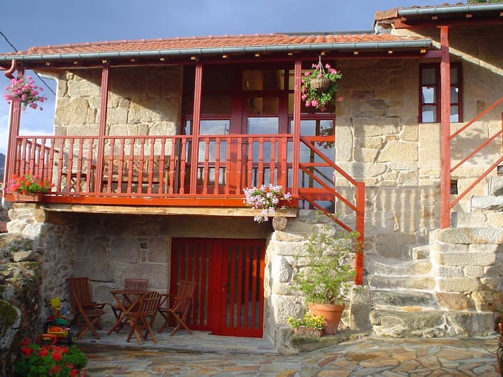 Galician cottage at the Sil Canyon