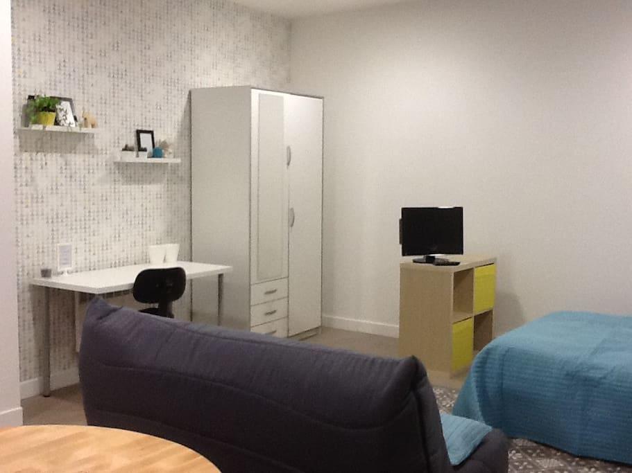Studio 30m2 centre ville st germain appartements louer for Piscine saint germain en laye salle de sport