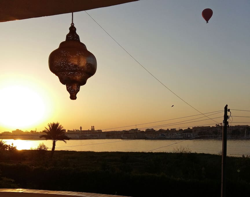 Sunrise from your private veranda with views on the Nile and hot air balloons