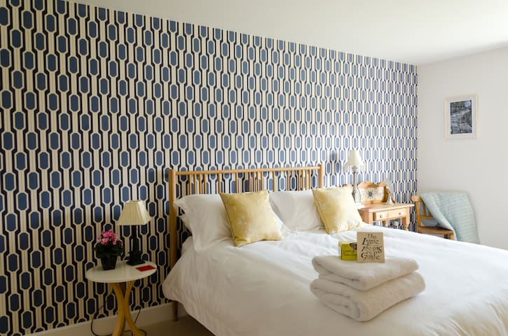 No. 12 B & b luxury bedroom - Lyme Regis - Aamiaismajoitus