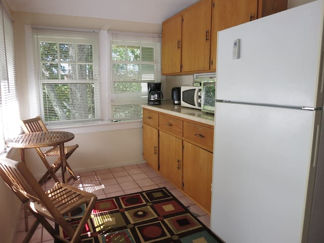 Walk dwntwn, sleeps 8, great sleeping, pets ok :) - Asheville - Byt