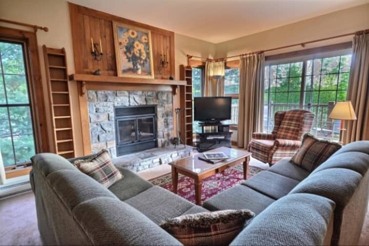 Beautiful Tremblant Village condo