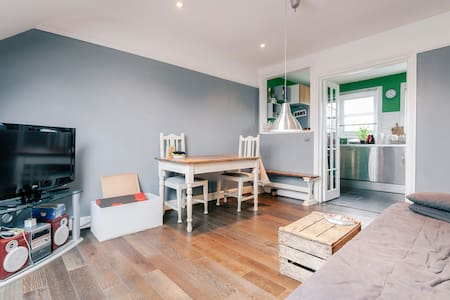Good room in lovely house - Londres