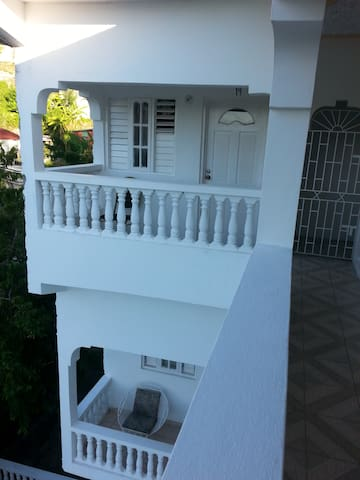 BnB Studio Apartments - Port Antonio - Apartament