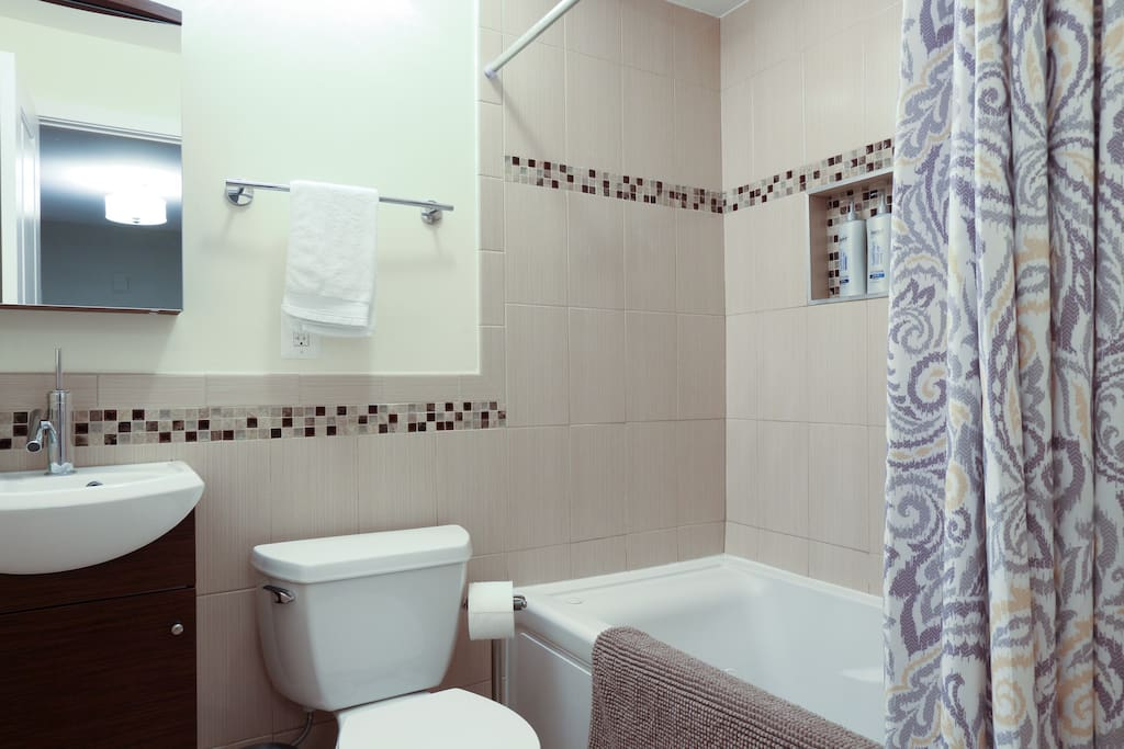 Private bathroom with a 3-option showerhead.
