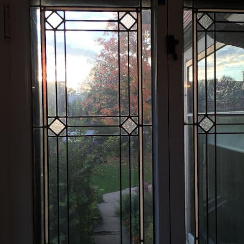 Sunny Victorian Garden Oasis - Oak Park - Appartement