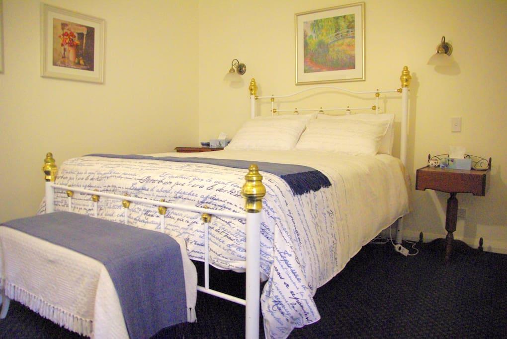 Queen bed in the bedroom.
