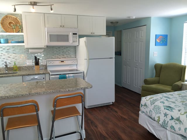 Spacious Studio-King Bed-Beach160yd - Cape Canaveral - Bungalow
