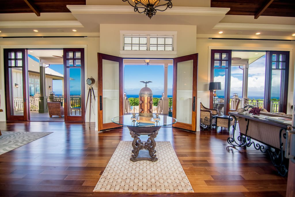 Who can resist the vaulted ceilings and open air feeling of Maui?!