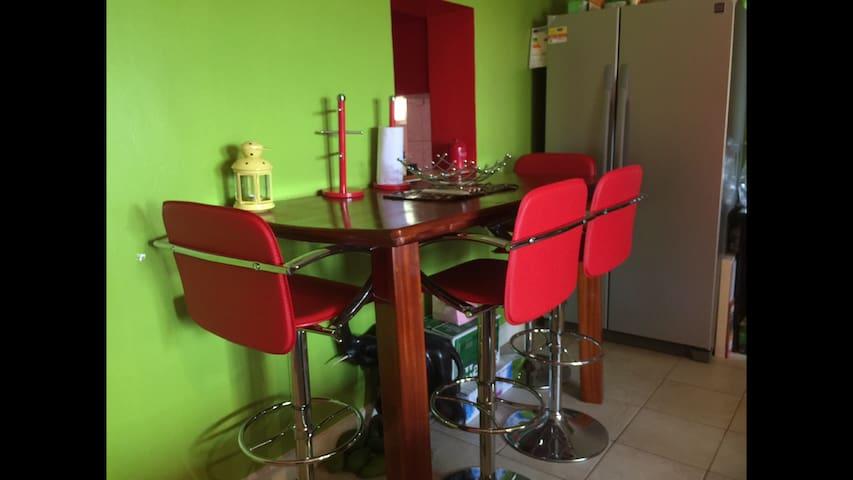 A 2bed cosy Cosmopolitan apartment - Kampala - Apartemen