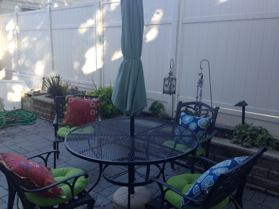 3 BEDROOMS 5 BEDS 10 MIN FROM NYC