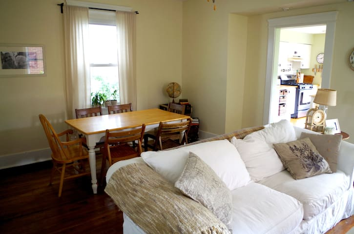 Fully Furnished Beautiful Home - Ambridge - Haus