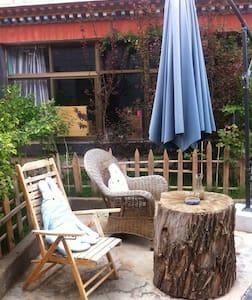 藏式别墅森林风格的飘窗大床房 - 拉萨市 - House