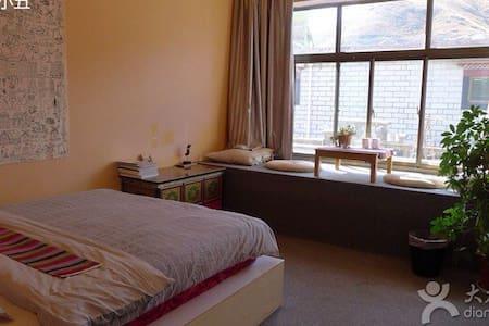 藏式别墅森林风格的飘窗大床房 - 拉萨市