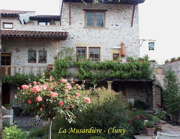"Suite ""Voyage-Voyage"" (B&B) - Cluny - Bed & Breakfast"