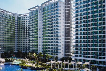 Chic 1BR Condo @ Azure Urban Resort - Condominium