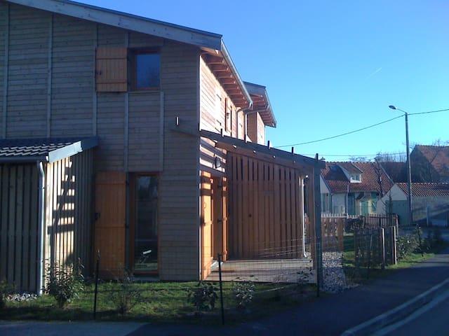 maison en bois maisons louer le crotoy picardie france. Black Bedroom Furniture Sets. Home Design Ideas