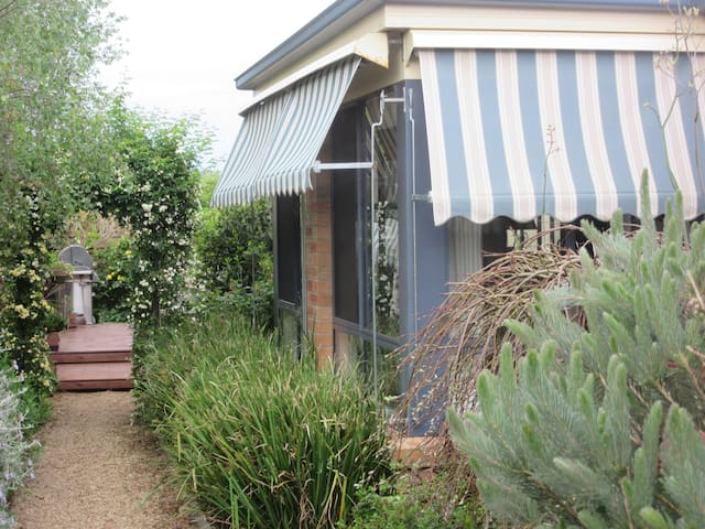 Your own private entrance  - Side walkway (separate guests entrance)