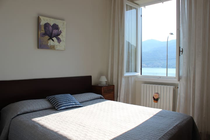 Lovely lakefront house Lecco - Lecco