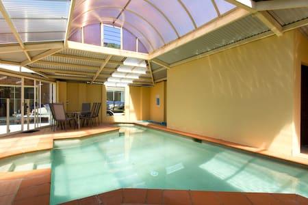 Relax! Mt apt, with indoor pool! - Tamborine Mountain