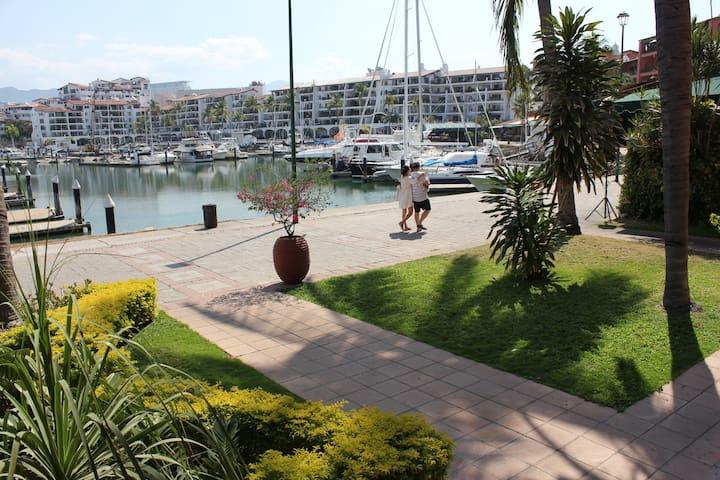 Access to the Malecon de la Marina.