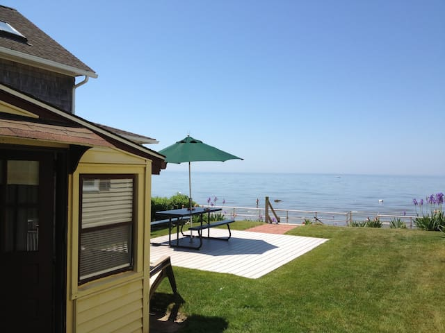 Cornfield Point Beachfront Small Cottage - Old Saybrook - Huis