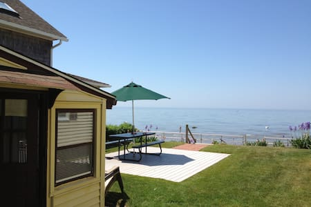 Cornfield Point Beachfront Small Cottage - Old Saybrook - House