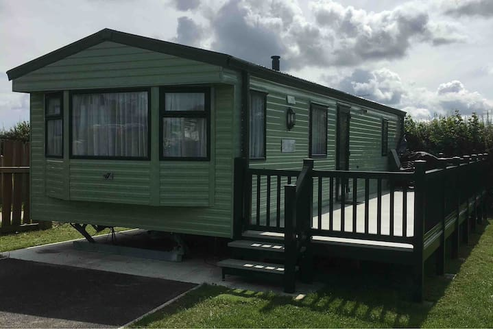 2 bedroom static caravan on a country holiday park