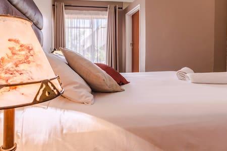 Riverstone Lodge, 1 luxury bedroom. - Harare