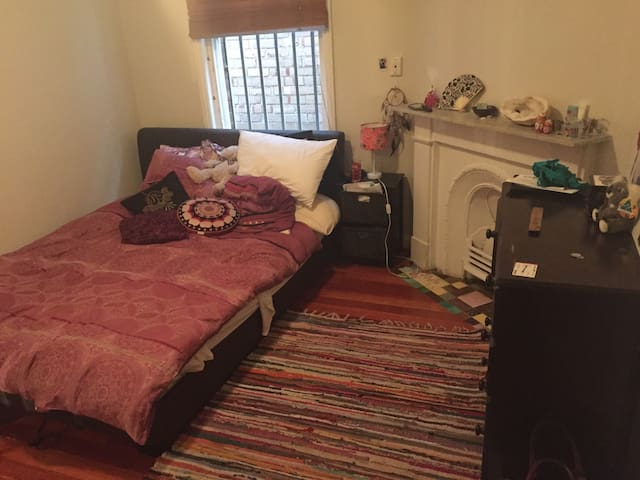 Large room in beautiful home - Camperdown - Casa