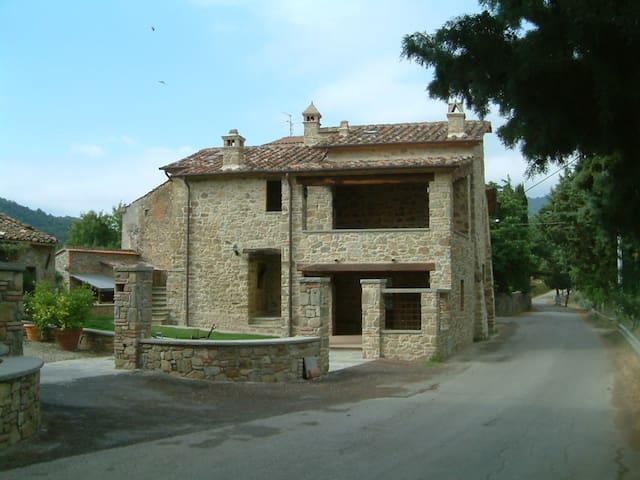 Casa rurale di fine 400 in Umbria - Ranzola - วิลล่า