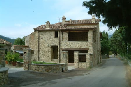 Casa rurale di fine 400 in Umbria - Ranzola - วิลล่า