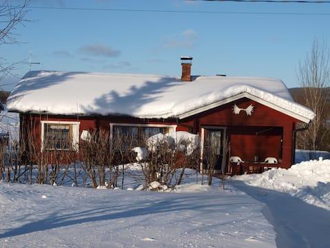 Cosy cabin by Äkäslompolo lake