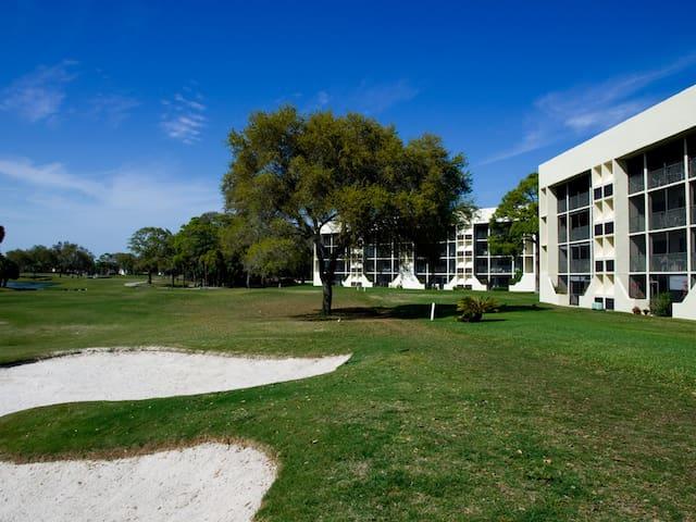 Next to IMG Bollettieri Academy - Bradenton - Condominio