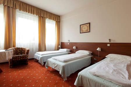 CLOSE TO AIRPORT/GREAT FOR GROUPS! - Wrocław