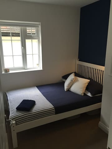 Modern Central Double Room - Guildford - Leilighet