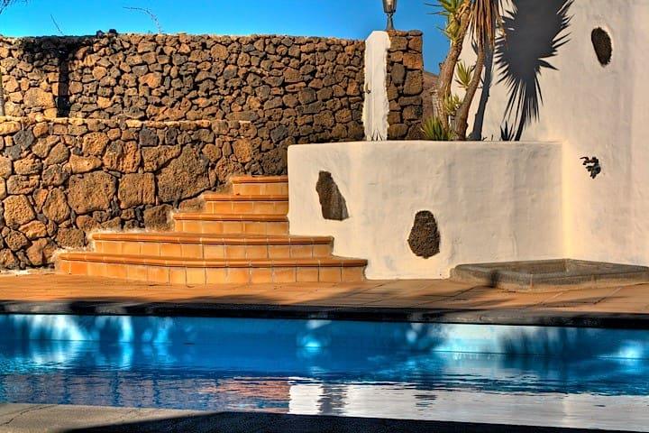 "Villa con piscina ""P. N. TIMANFAYA"" - Tinajo"