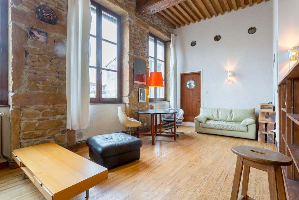 Loft atelier canut croix rousse lofts louer lyon for Loft atelier a louer