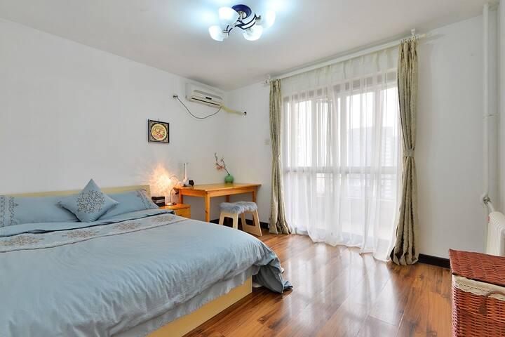 【明月】国贸商圈 独立卫浴&阳台 10号线劲松站B出口150米既是 - Beijing - Apartment