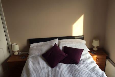 Lovely double room with tea on tap! - Jarrow - 獨棟