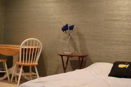 Private room in a quaint area - Atlanta