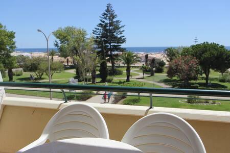 Sunny beach flat in Monte Gordo - Apartment